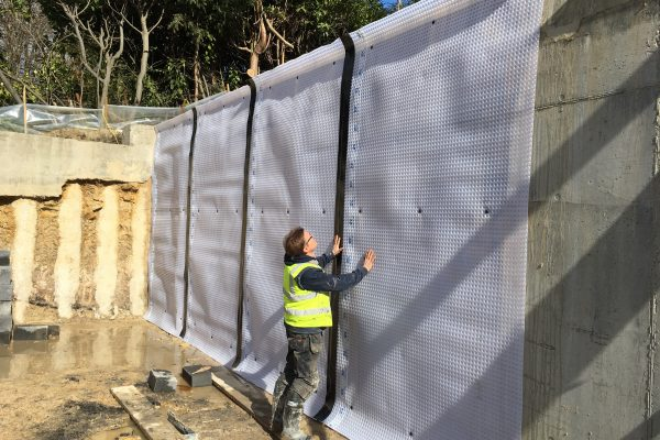 2018 Installation of Newton 508 cavity drain membrane on a new build project in Tunbridge Wells.